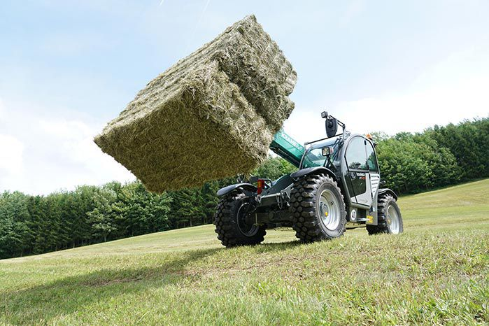 Kramer KT407 telehandler frontal view low with square hay bales