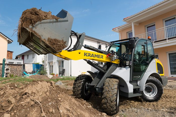 Wheel loader 8095 - in action