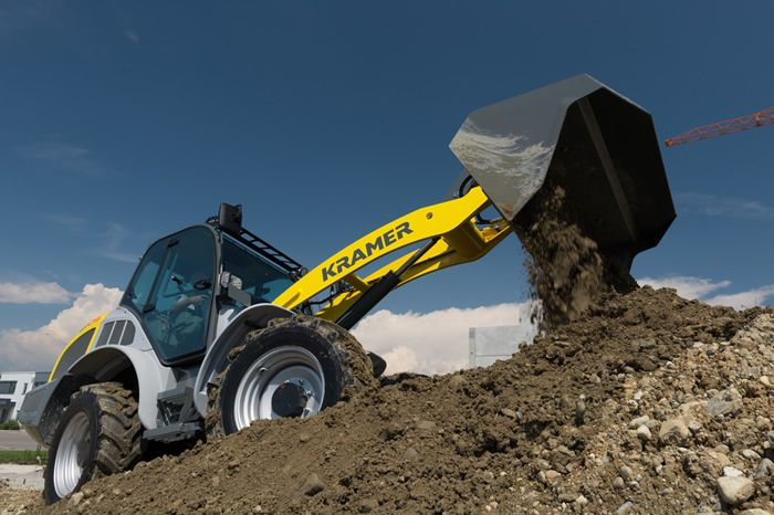 Wheel loader 8105 - in action