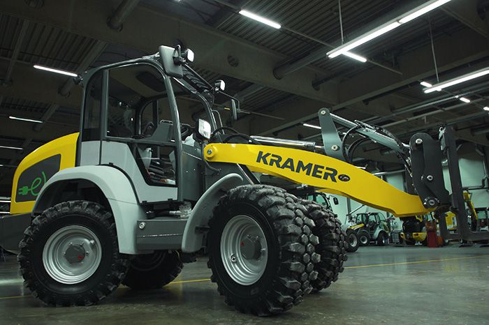 Kramer e-loader 5055e in action indoors