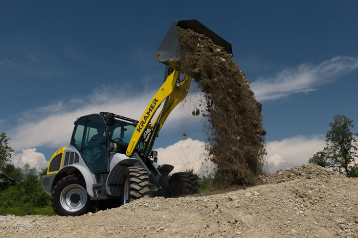 Wheel loader 8115 - in action
