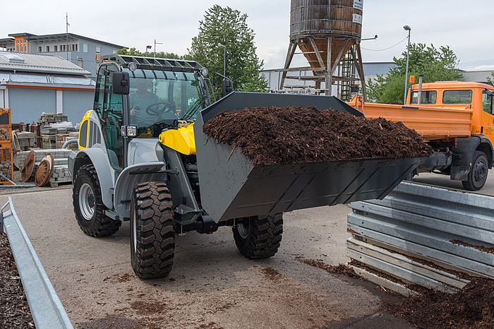 Tele wheel loader 8095T - in action